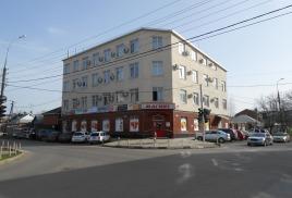 Административное здание, ул. Айвазовского 94/ул. Бургасская 20